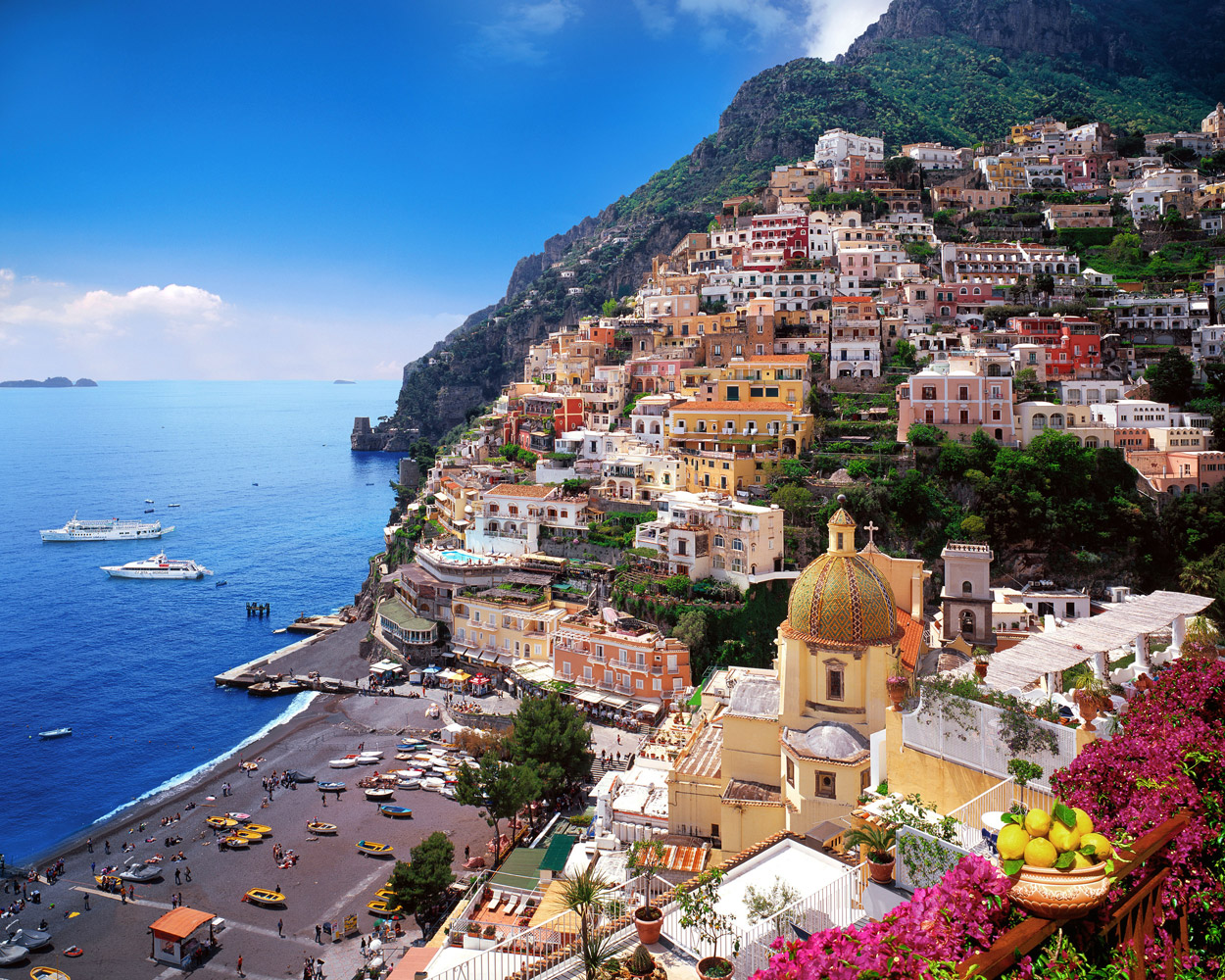 One Of The Most Colorful Towns In The World The Beautiful Coastal Village Of Manarola Italy Pics